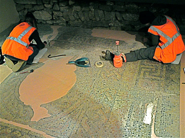 restoration of roman mosaic